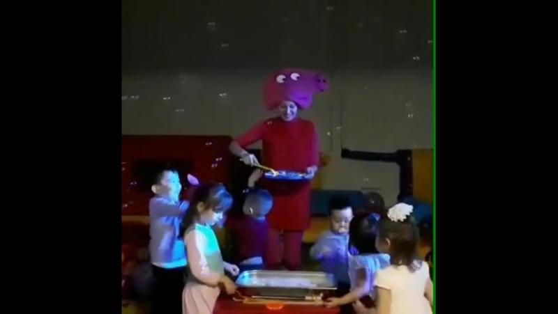 Наша малышня развлекается с Пеппэй- добрая розовая свинка, подружка всех детей🐷