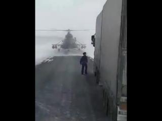Мужики заблудились_ военные посадили вертолёт на трассу в Актюбинской области, ч
