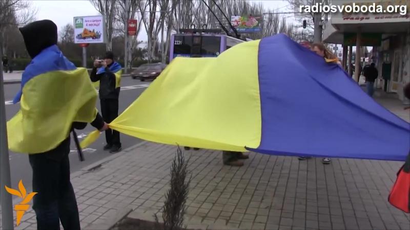 Донецьк | 12042014 | Донеччани з національною символікою створили «Ланцюг єдності»