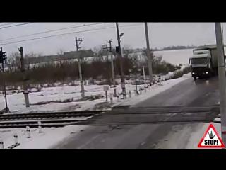 Подборка Поезд убийца (попали под поезд)