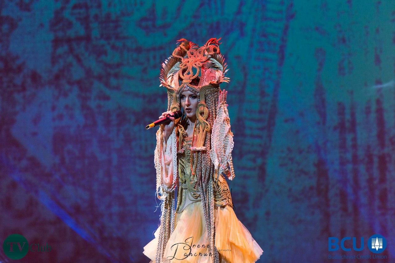 Популярна українська співачка ILLARIA цього літа вперше відвідала з  гастролями Канаду. Українська громада запросила артистку взяти участь у  якості ... 0f1c0ac737d54