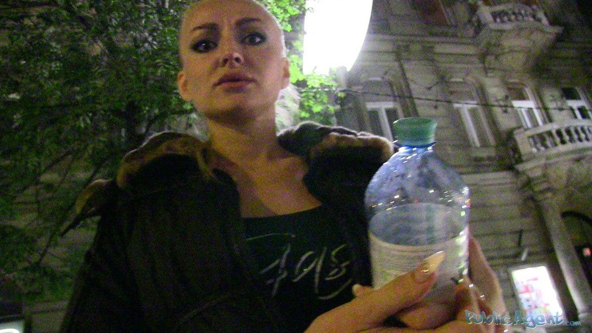 PublicAgent - Kayla (Кончил в попку блондинке)