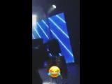Лео и Тоби Магуайр жгут под Ленни Кравица на сцене благотворительного гала-вечера в Сен-Тропе, 26.07.2017