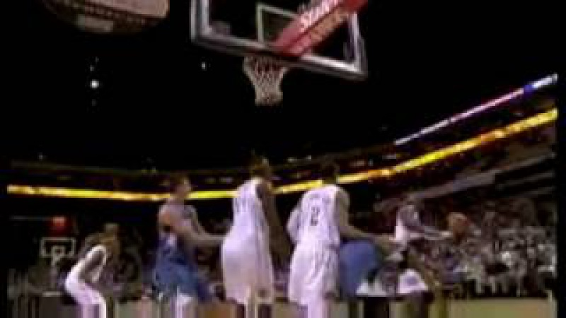 Kwame Brown Blocks Corey Brewer 16.11.2010