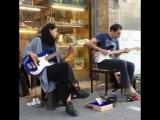 Тегеран - наши дни. На улицах играют  Creep из репертуара Radiohead