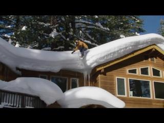 Сноубордист превратил место вокруг дома в трассу для катания (VHS Video)