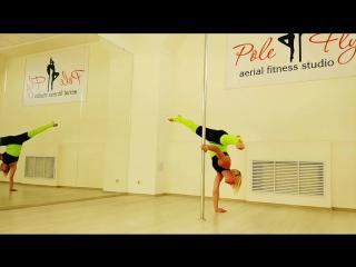 Суббота в #polefly  #handstand #balance #split #poledance #training #акробатиканапилоне  @ ТРЦ