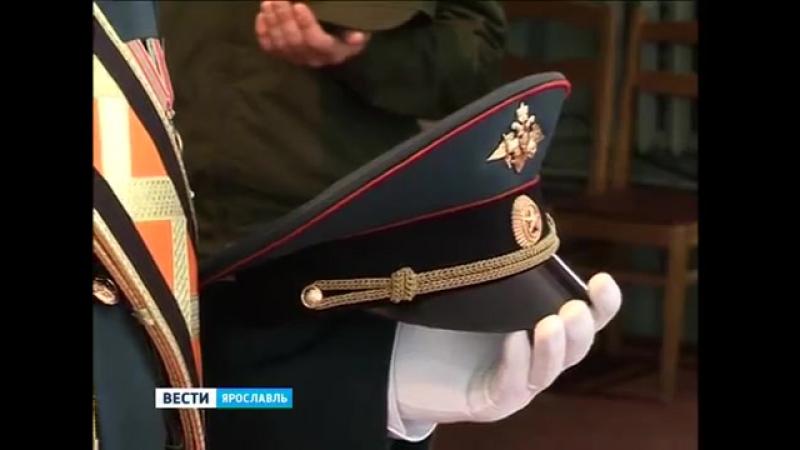 В воинской части на Шевелюхе закрепили на древке новое боевое знамя