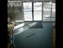 ...у стеклянных дверей отделения компании в Колорадо хулиганил козёл....