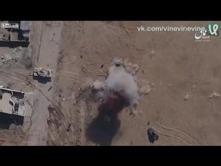 Террористы уничтожают хаммер с беспилотника