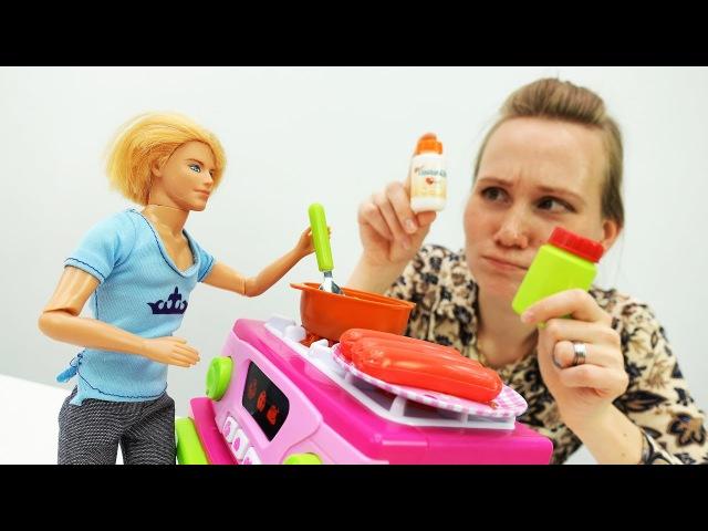 Барби заболела! Игры в доктора: Кен лечит Барби от кашля. Мультик Барби для девоч...