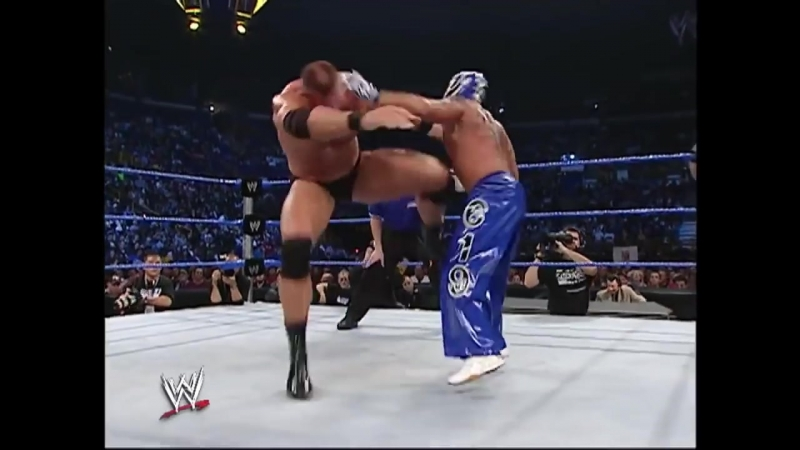 Rob Van Dam Rey Mysterio vs Mark Jindrak Luther Reigns SmackDown 11.04.2004