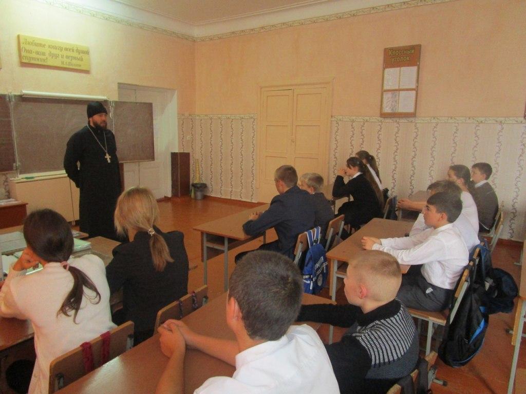 Школьникам станицы Исправной рассказали о о святых новомучениках и исповедниках Русской Православной Церкви