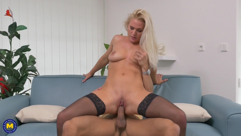 Large Stretched Long Mature Labia