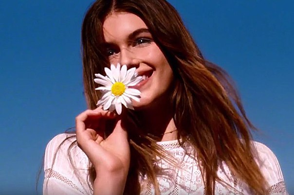 Кайя Гербер стала лицом юбилейного аромата Marc Jacobs