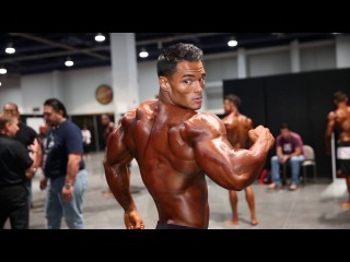 3-Time Olympia Men's Physique Champion Jeremy Buendia: Backstage Posing Video,
