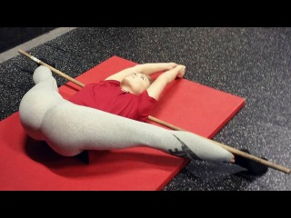 DON'T TRY THIS AT HOME! Crazy Crossfit Flexible Girl.