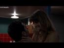 В комнате со снегом - Сара Вайсман (Sara Wiseman) в сериале Всемогущие Джонсоны (The Almighty Johnsons, 2011) s01e03 (1080p)