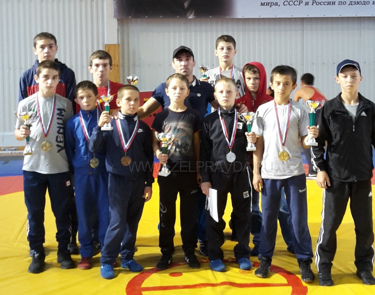Спортсмены из Сторожевой призеры турнира по вольной борьбе