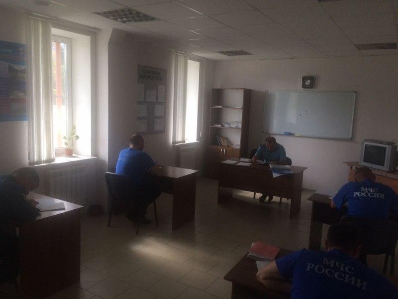 В Зеленчукском районе с сотрудниками МЧС прошли занятия по профессиональной подготовке