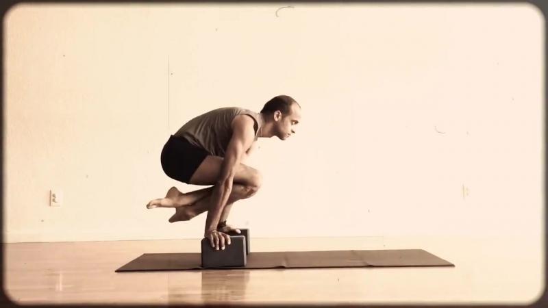 1. Тренировка Лоласаны и проброса ног вперед – Yogi Zain