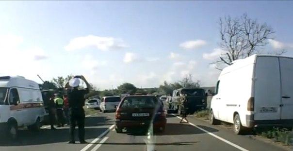 Два человека погибли при столкновении легковушки с БТР в Крыму (видео)