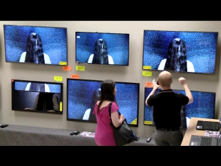 Самара Морган вылезает из телевизора в магазине электроники: пранк к премьере фильма Звонки