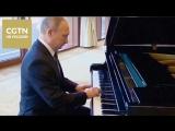 Владимир Путин, ожидая встречи с Си Цзиньпином в кулуарах Форума