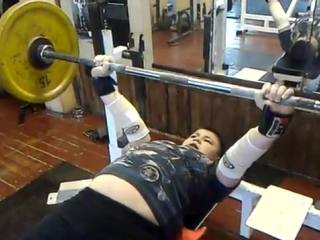 Георгий Жигалин (с.в. 62 кг, 11 лет) жим лежа 50 кг на 20 раз.
