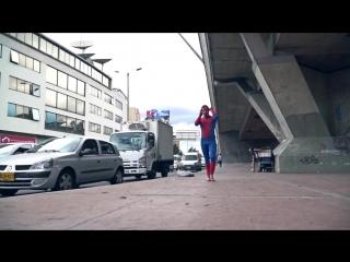 В Колумбии воздушный гимнаст нашёл способ подзаработать