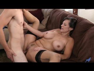 Старая, но сексуальная развратница соблазнила парня дочери. sexy mature women mom mother milf cougar tits seduced stockings cums