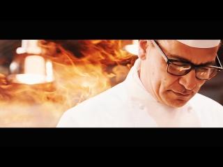 Шеф -повар итальянской кухни в ресторане Olivia
