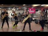 Уличные музыканты / Street musicans Lucky Chops - Coco