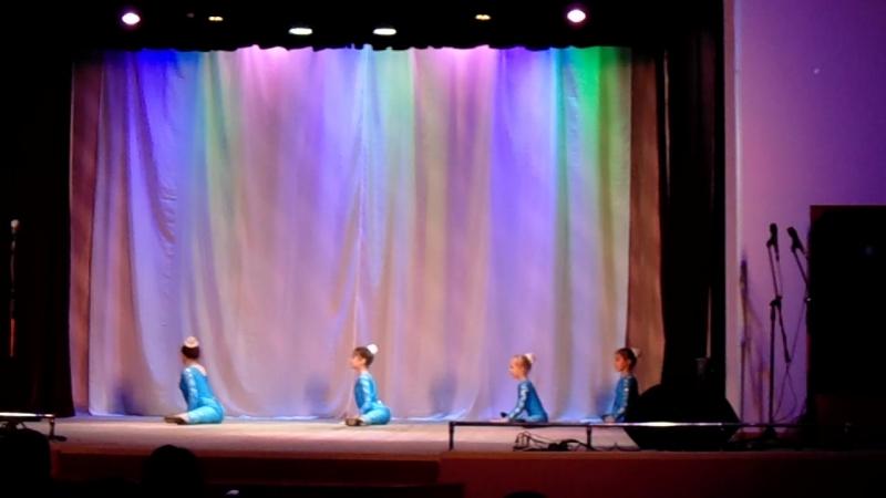 танец наших юных гимнасток В синем море.океане....