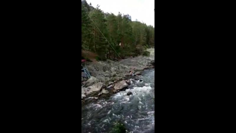 Прыгать над пропастью, пускай даже со страховкой, думала никогда не рискну, но все же решилась на порцию адреналина:)