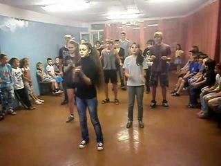 Танец подростков :3
