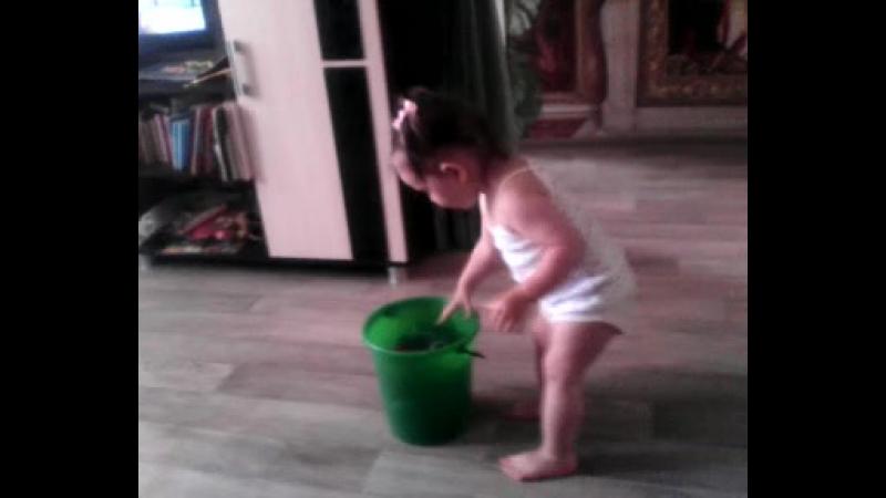 Юная уборщица
