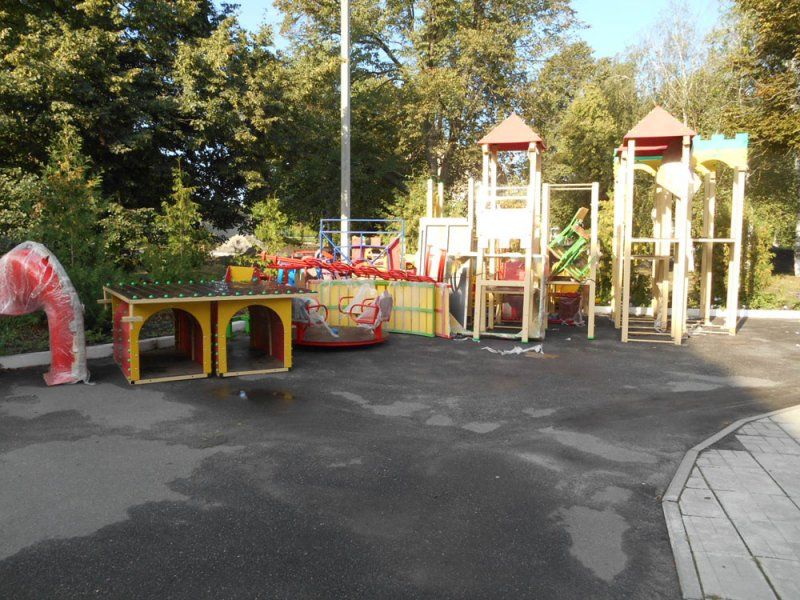 У районному центрі зводиться дитячий ігровий комплекс та здійснюється благоустрій скверу відпочинку