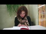Анна Никольская читает отрывок из книги