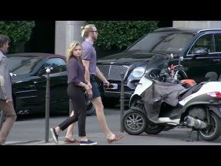 Папарацци: Хлоя и Тревор гуляют по улицам Парижа