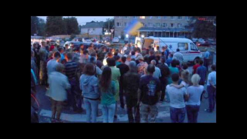 Тальнівчани зустріли загиблого на східному фронті Івченка Василя на колінах та зі свічками в руках
