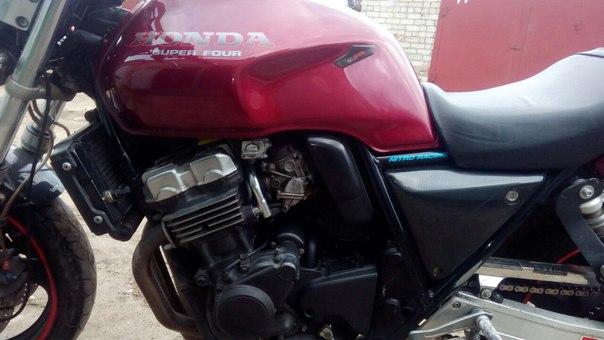 Продам Honda CBR 900 RR 93 года в хорошем состоянии вложений не требуе