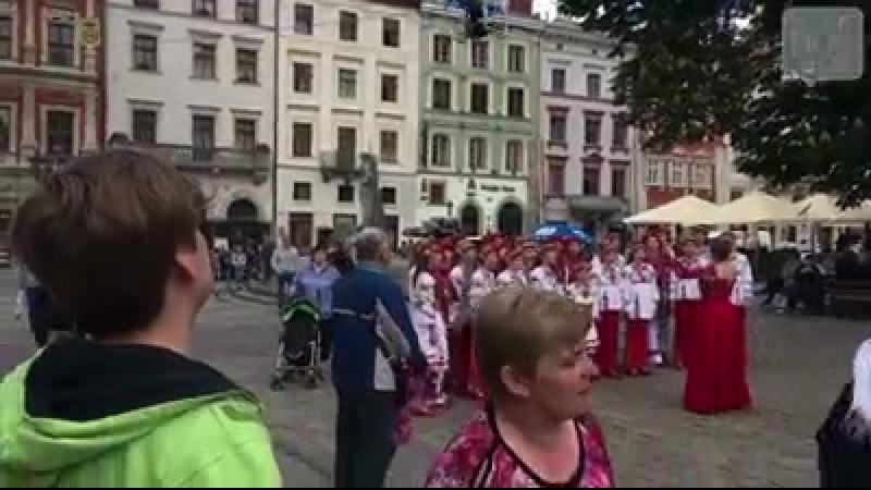 Момент дзену на світанку у Львові