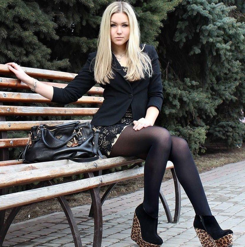 сексуальная девушка чулки каблуки мини юбка