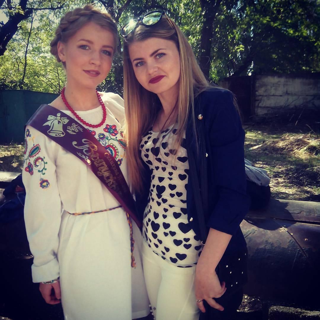 В Армянске выпускница 1 школы одела украинскую вышиванку (Фото)