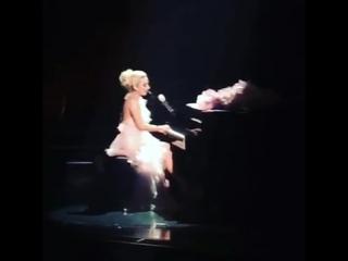 Lady Gaga - Bad Romance (Live @ Wynn Las Vegas)