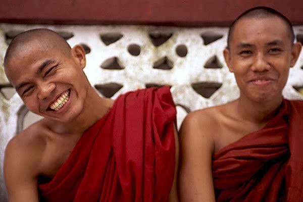 Нет ничего более духовного, чем смех. Есть смех эго, а есть смех над э