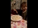 Сынок кушает мокороны с сыром.