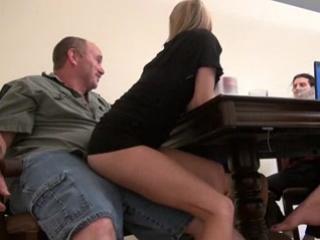 Фото секс за столом