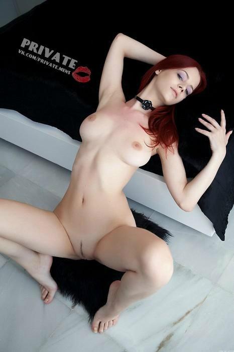 Sexy nude women on web